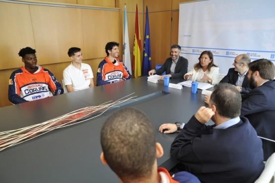 Beatriz Mato na reunión co Leyma Basquet Coruña