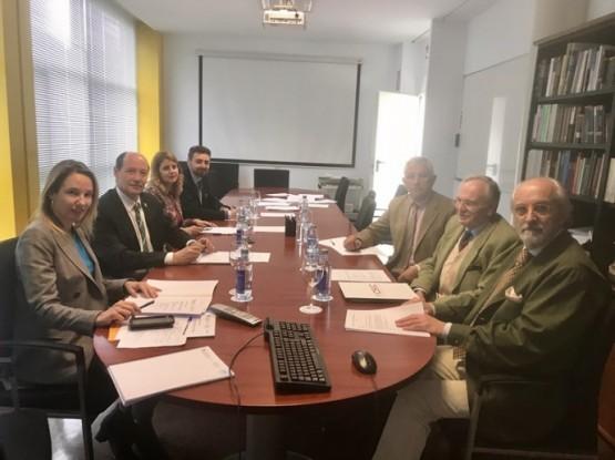 Constitúese a nova Comisión de Heráldica que regula tanto os escudos coma as bandeiras das entidades locais galegas