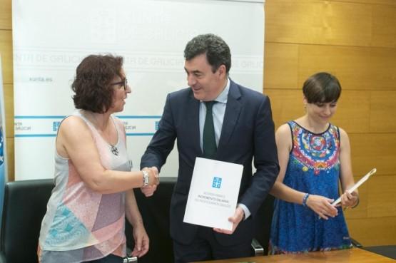 Xunta e sindicatos selan o acordo que incrementa en 1.260 € ao ano os salarios dos docentes en Galicia