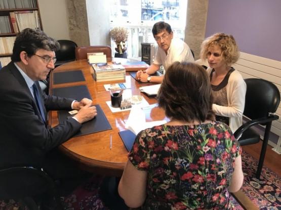 O CCVV e Turismo de Galicia formalizan a cesión do edificio para a construcción dun albergue de peregrinos na Ribeira do Berbés