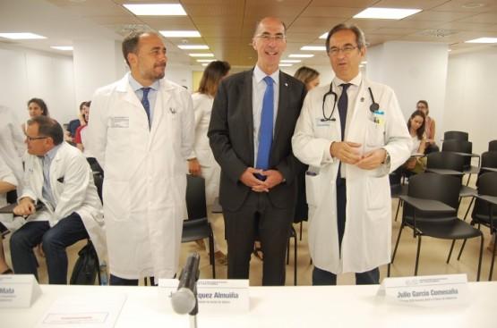 O conselleiro Almuiña recibe aos alumnos de Medicina lembrándolles a necesidade de adaptar a sanidade ao envellecemento da poboación