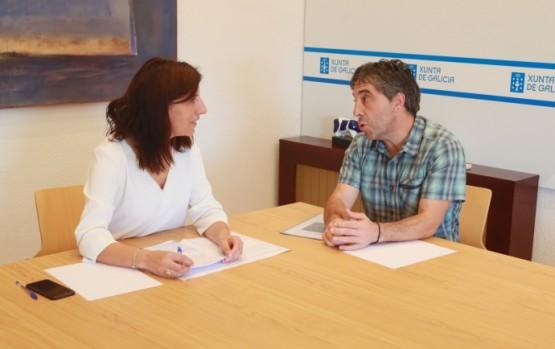 Ángeles Vázquez na reunión co alcalde de Santiso