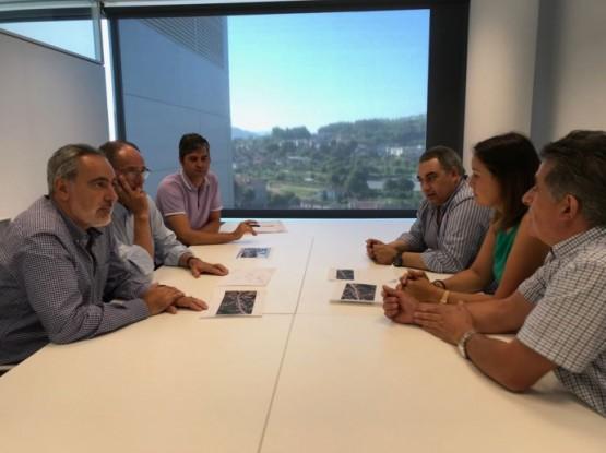 Cores Tourís analiza xunto á asociación O Batuqueiro de Cambados a instalación de semáforos en Vilariño