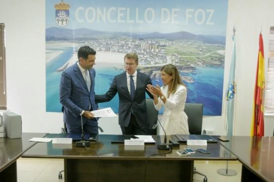 O titular da Xunta preside sinatura da aprobación do PXOM de Foz