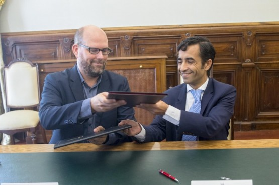 Xunta e Concello de Santiago asinan a cesión de terreos para a construción da nova residencia de maiores