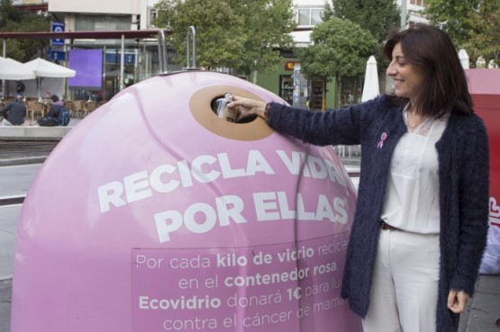 "Ángeles Vázquez na campaña ""Recicla vidro por elas"""