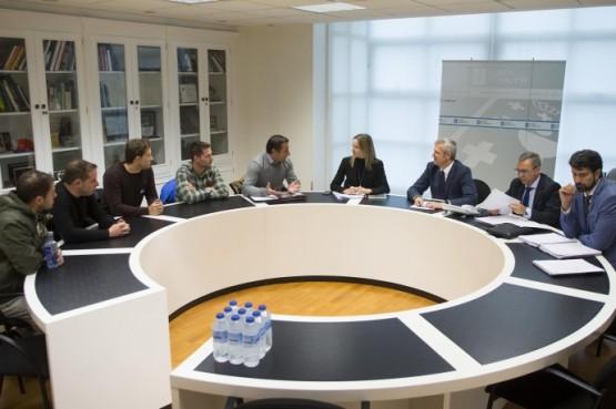 Alfonso Rueda na reunión con representantes dos GES