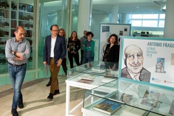 A Biblioteca de Galicia expón as obras de Antonio Fraguas motivo do Día das Letras Galegas