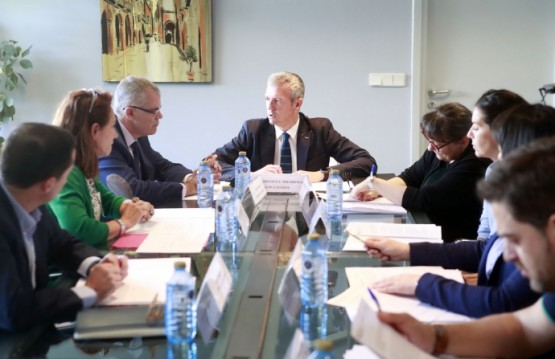 Alfonso Rueda na reunión da Comisión do Xogo de Galicia