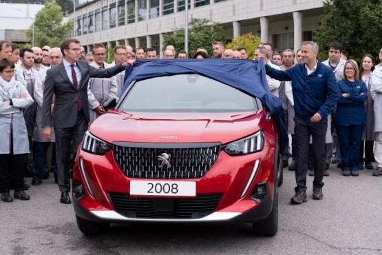 Feijóo destaca a aposta en innovación, emprego e facturación que o Peugeot 2008 suporá para PSA