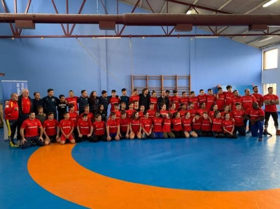 Lete Lasa anima a medio centenar de loitadores e loitadoras sub 15 e cadetes concentrados no Centro Galego de Tecnificación Deportiva