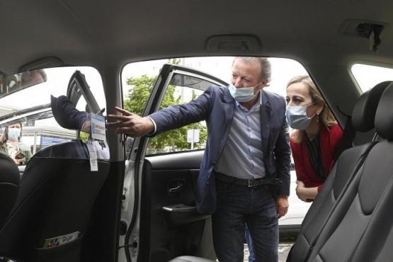 Ethel Vázquez informa aos profesionais do taxi de que a nova normalidade permite ocupar todas as prazas traseiras