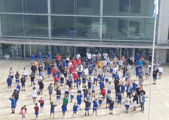 A Delegación Territorial da Xunta recibe aos participantes no Campus de baloncesto Alex Llorca